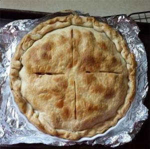 a picture of an apple pie